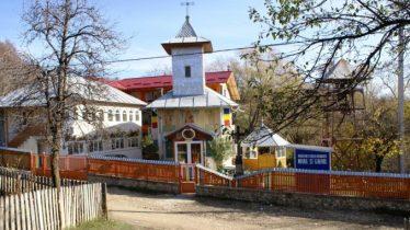 manastirea-lacul-frumos-678x381